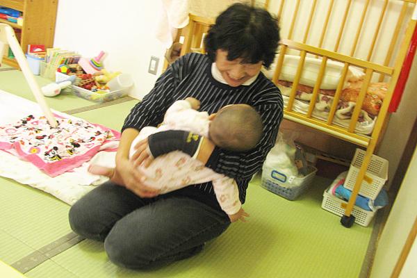 長渕保育園では大切にお子さまをお預かり致します。